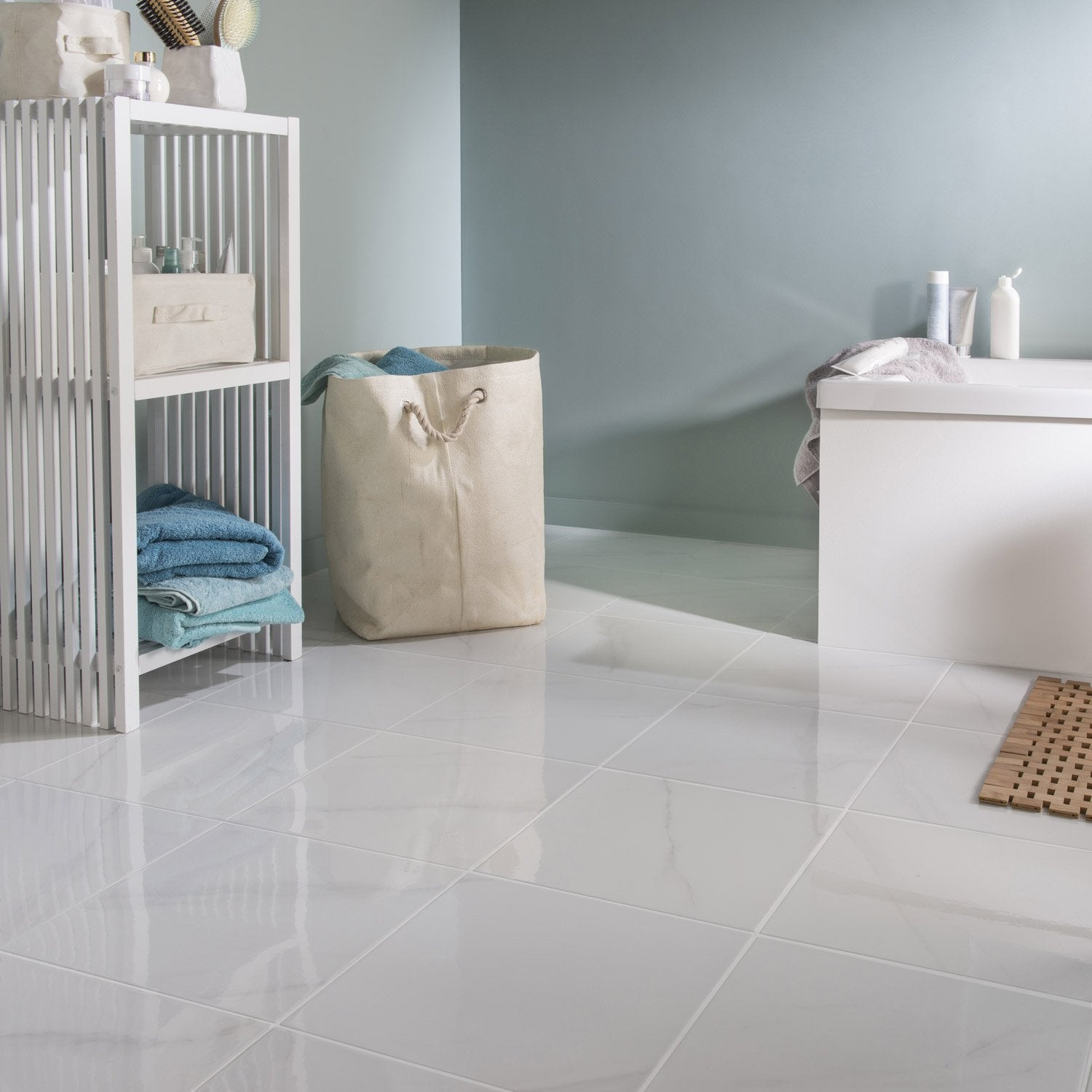 Carrelage marbre salon for Carrelage blanc sol salle de bain