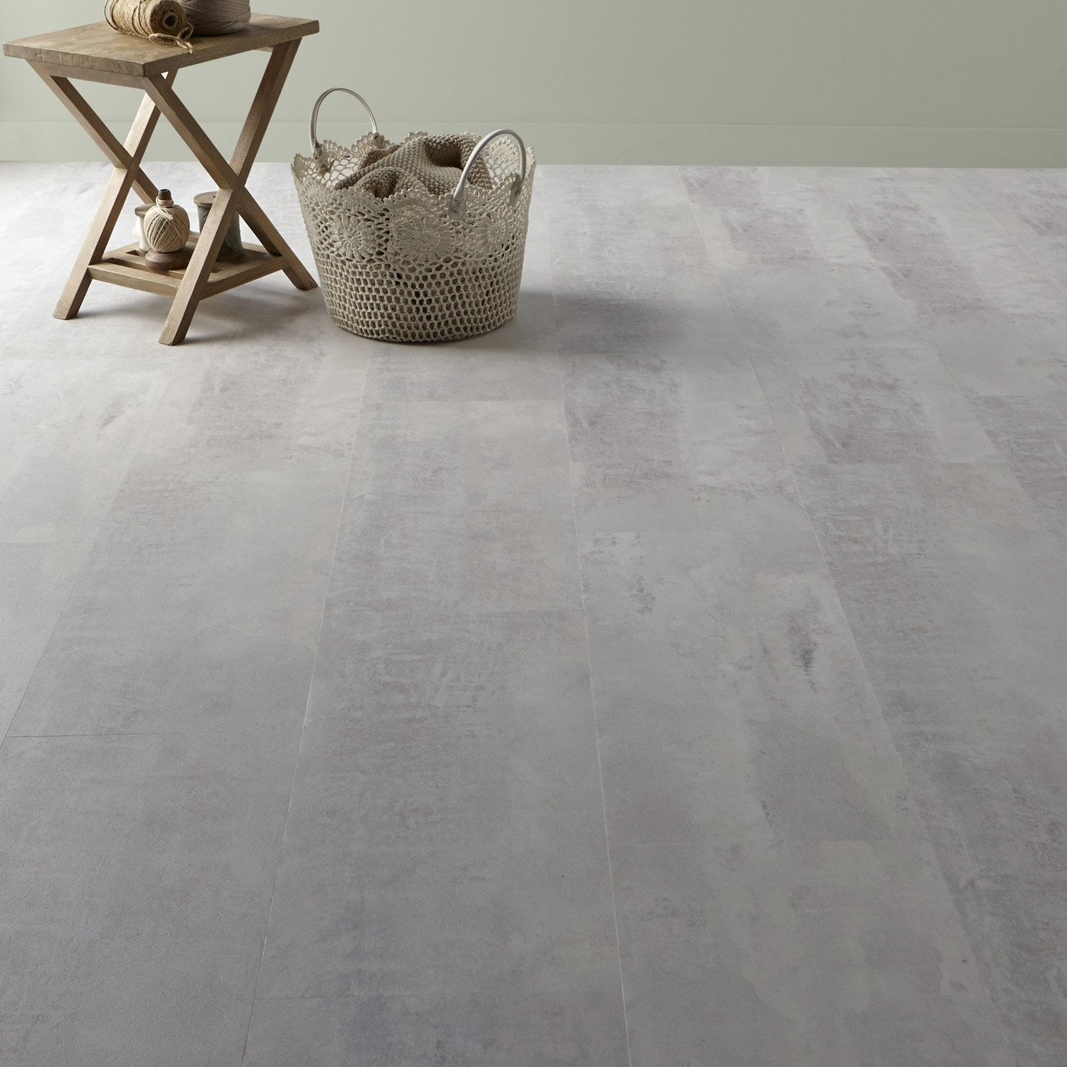 Dalle pvc clipsable gris gotha clear senso lock gerflor for Plancher chauffant salle de bain