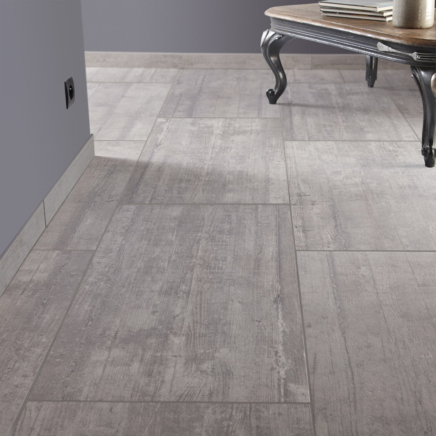Carrelage sol gris clair brillant id es for Carrelage sol gris brillant