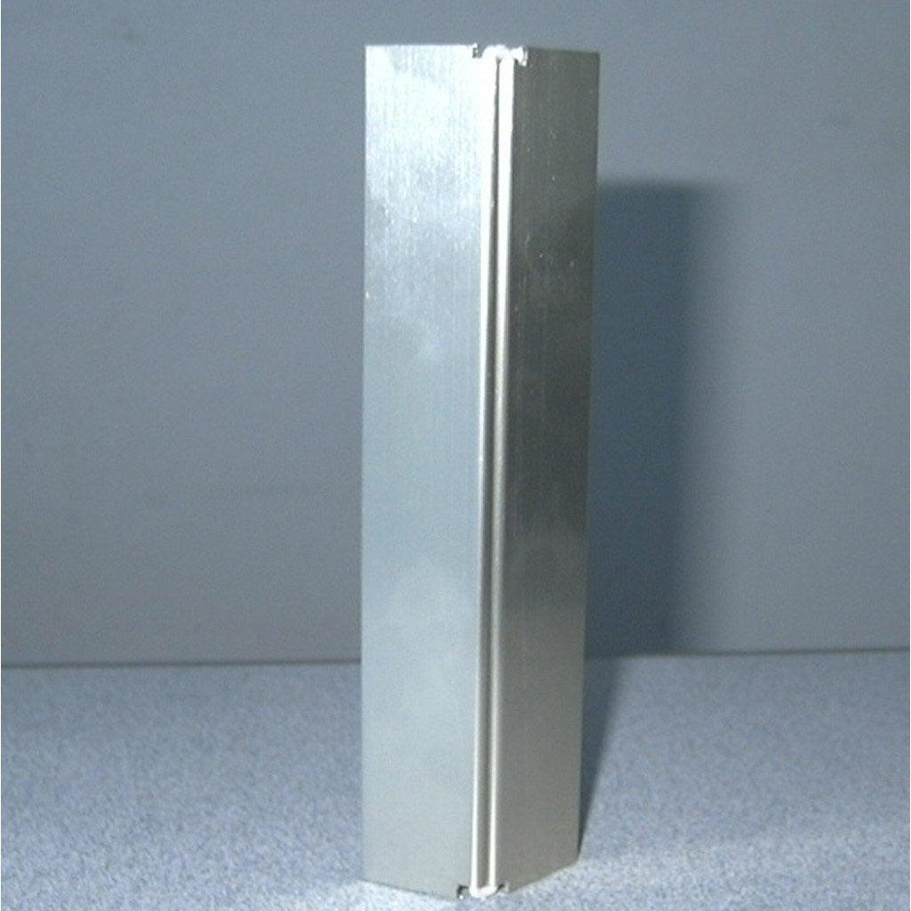 Lot de 2 jonctions angle aluminium pour plinthe leroy merlin for Couper des angles de plinthes