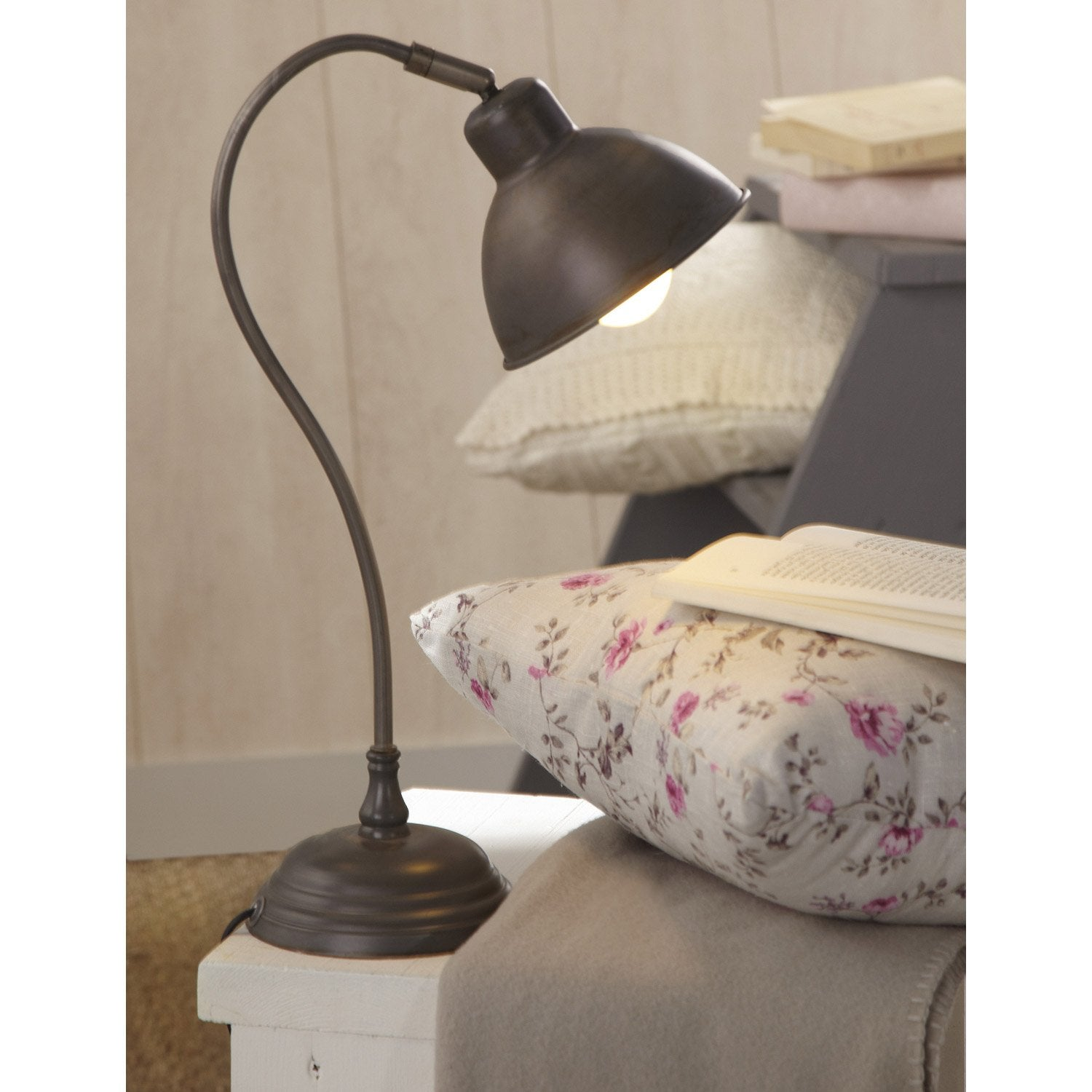 Lampe delia inspire m tal m tal 40 w leroy merlin for Lampe de chevet london