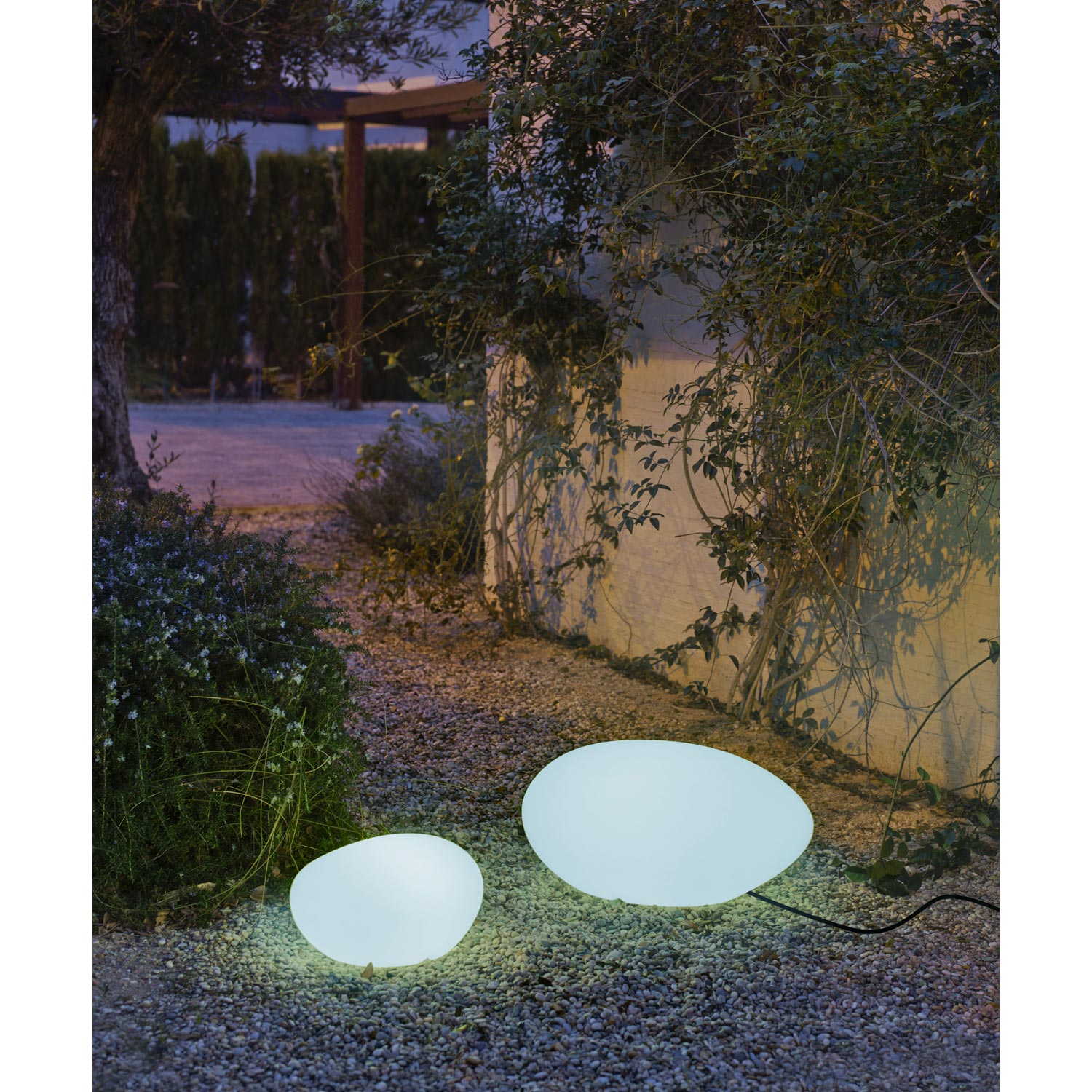 charming luminaire exterieur boule jardin 12 lampe de jardin ext rieure petra e27 15 w u003d. Black Bedroom Furniture Sets. Home Design Ideas