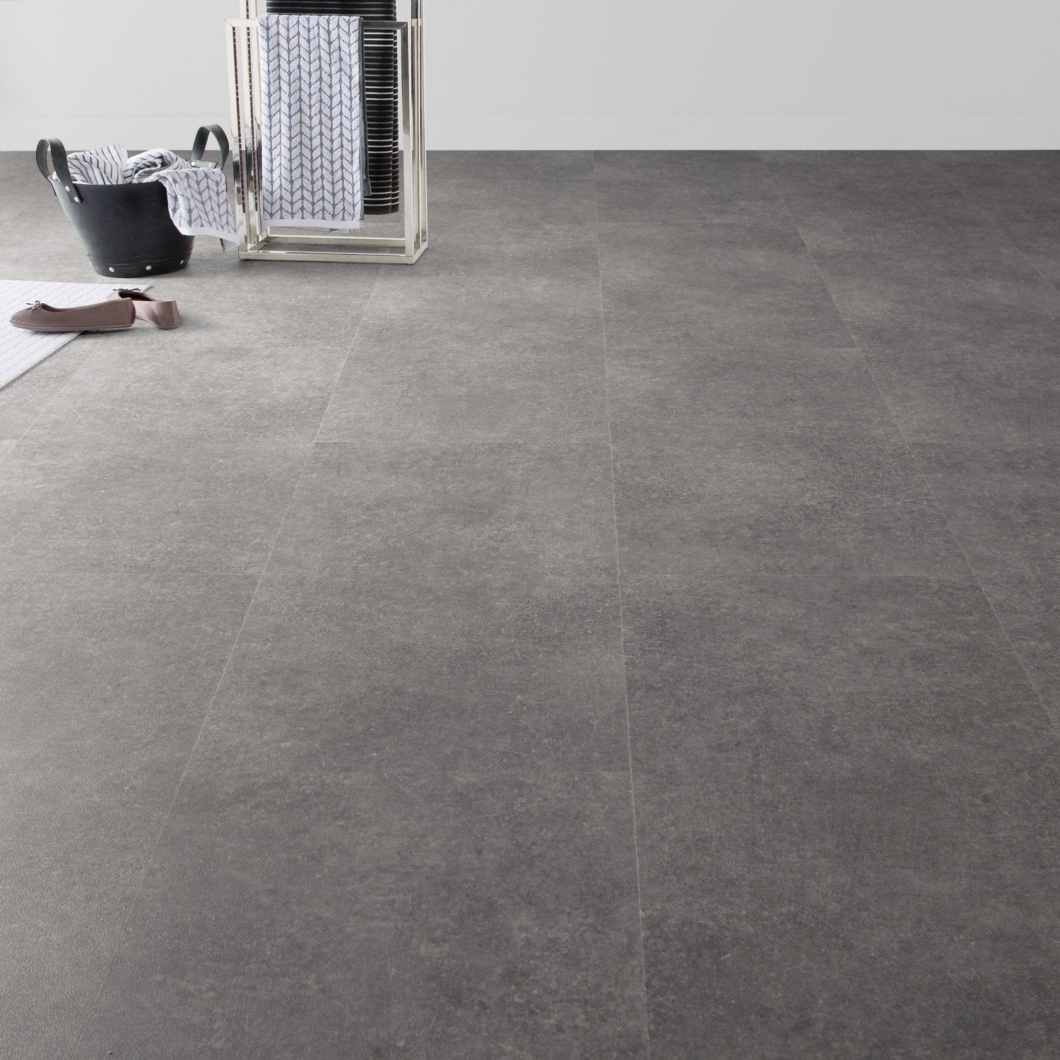Dalle pvc clipsable gris m tal effet b ton clic moods artens leroy merlin - Dalle pvc imitation carreau de ciment ...