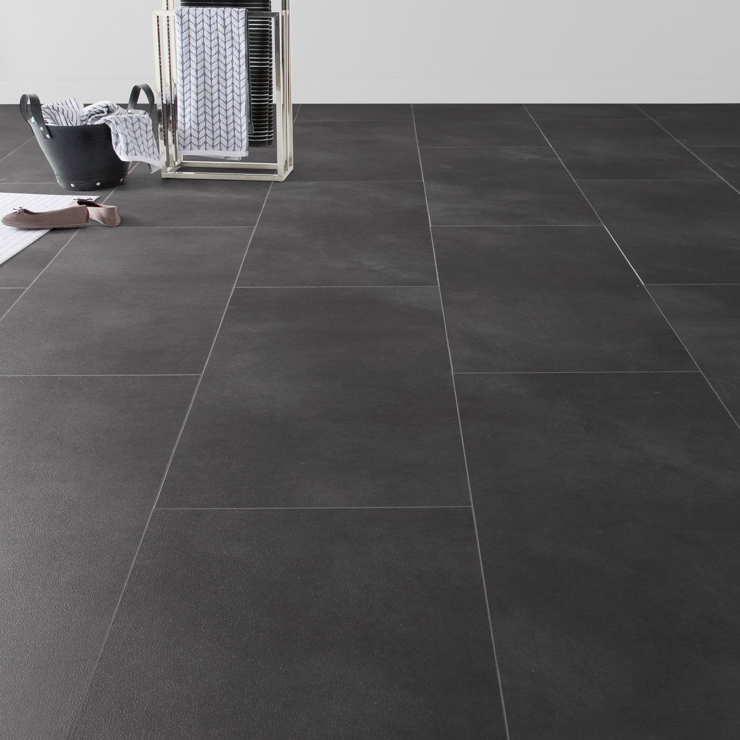 Dalle pvc clipsable anthracite effet b ton clic moods for Beton cire cuisine leroy merlin