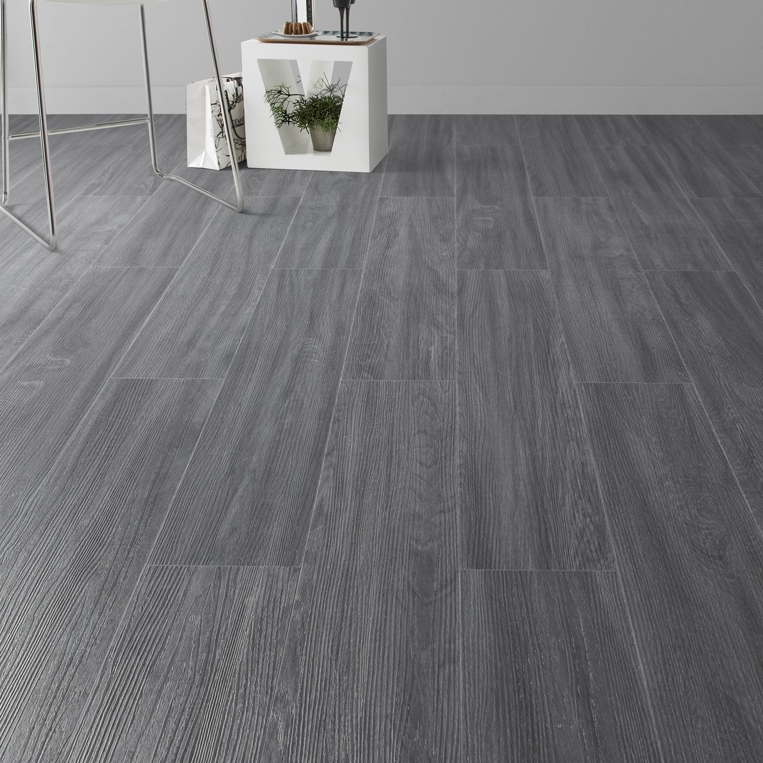 Lame pvc clipsable gris anthracite camden artens leroy merlin - Carrelage clipsable leroy merlin ...