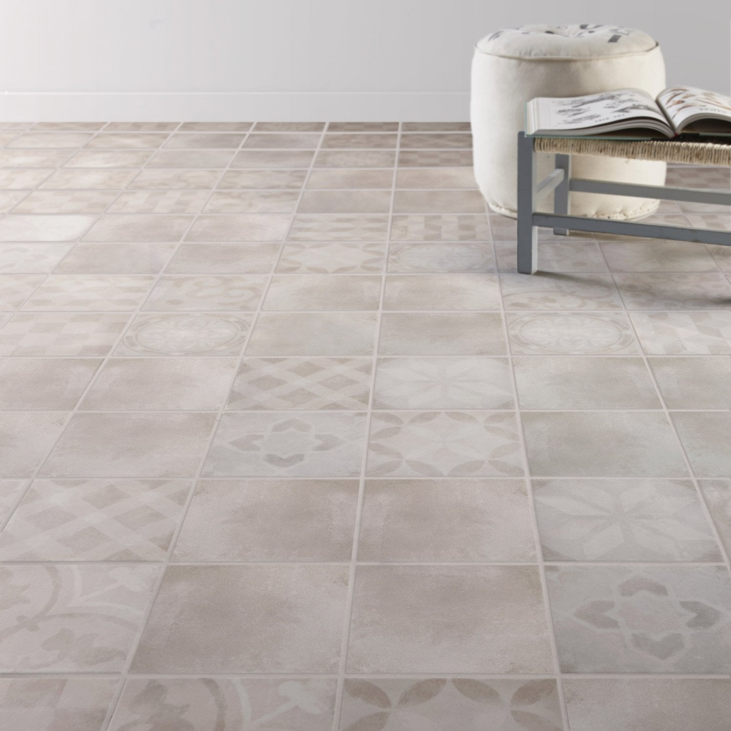 Carrelage sol et mur gris effet ciment bistro x for Carrelage le roy merlin