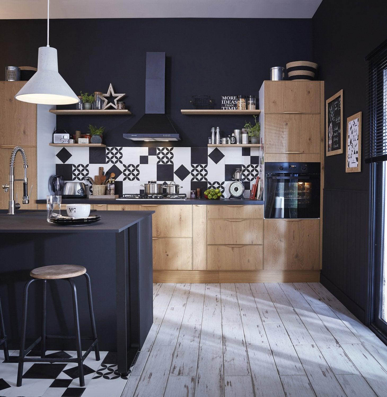 Une cuisine style industriel en bois clair et noir leroy for Cuisine styles
