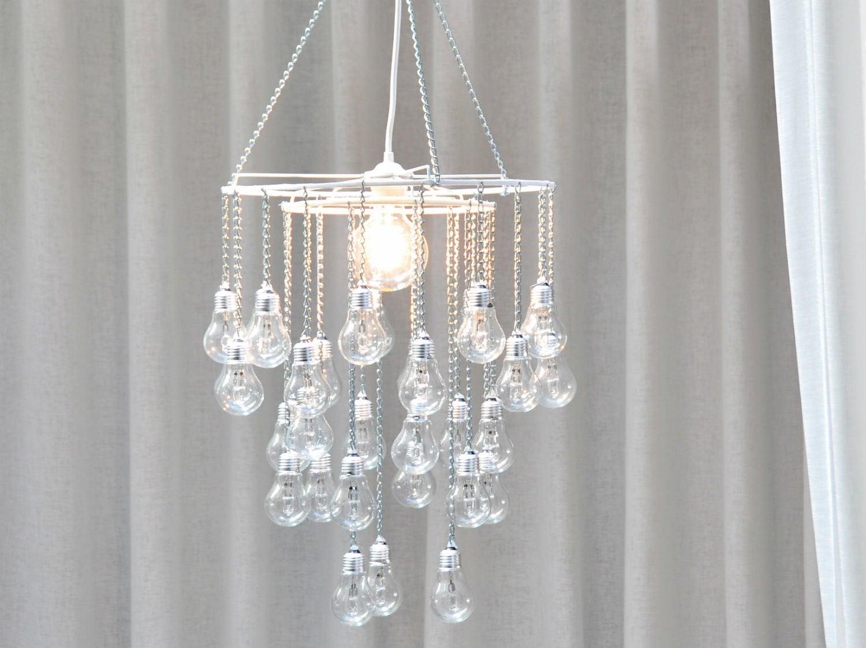 comment recycler des vieilles ampoules et cr er un lustre. Black Bedroom Furniture Sets. Home Design Ideas