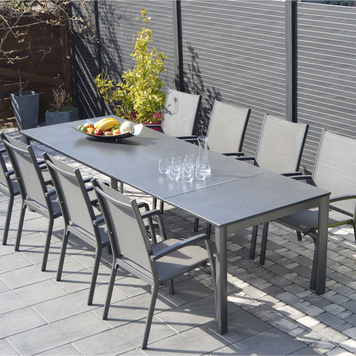 Salon de jardin puroplan aluminium gris anthracite 10 for Table exterieur 10 personnes
